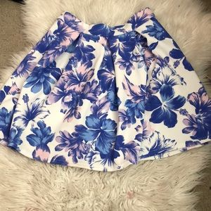 Floral boohoo skirt